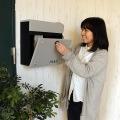 壁掛けポスト【calm】 ダイヤル式扉 ガルバナイズド加工 錆びにくい 粉体塗装 ライトグレーLGY 写真3